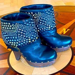 SAM EDELMAN Black Leather Cuffed & Studded Booties